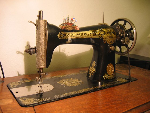 The old singer i found this sewing machine in the for Machine a coudre 3d