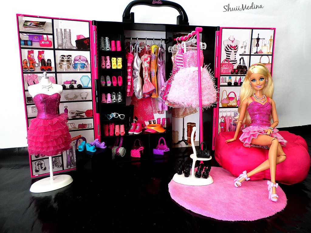 Barbie S Closet I Love Organize Clothes And Shoes On My