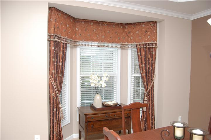 Bay Window With Side Curtains And Box Pleat Valance Flickr