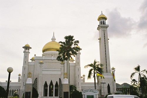 Brunei mosque | by whitecat sg