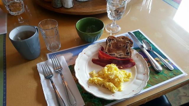 Shasta MountInn Breakfast