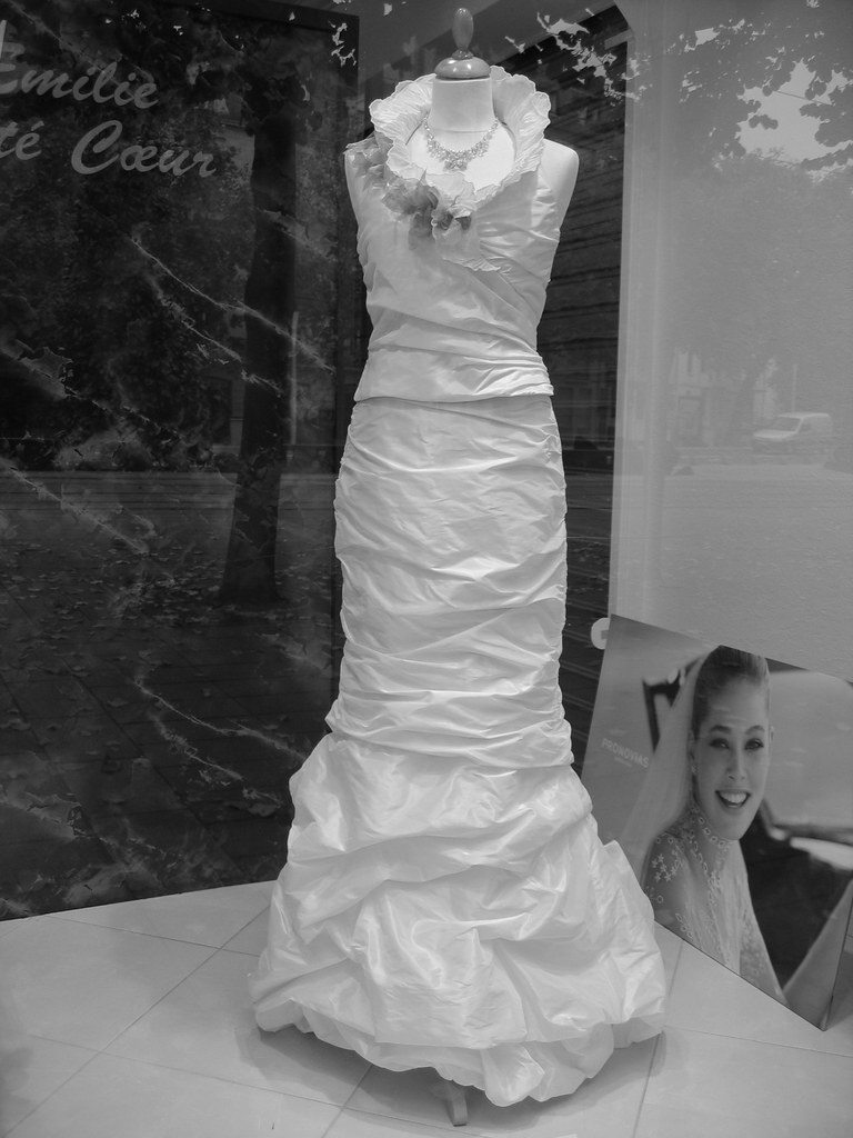 Make your own wedding dress using plastic bags and for Make your own wedding dresses