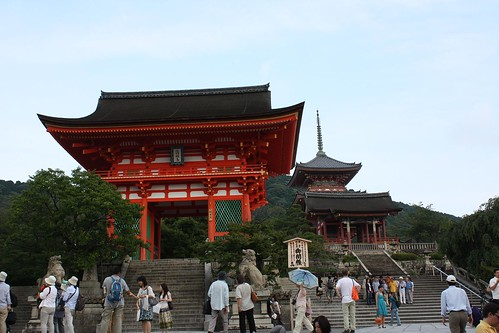 kiyomizu-dera entrance gate | by Doctor Memory