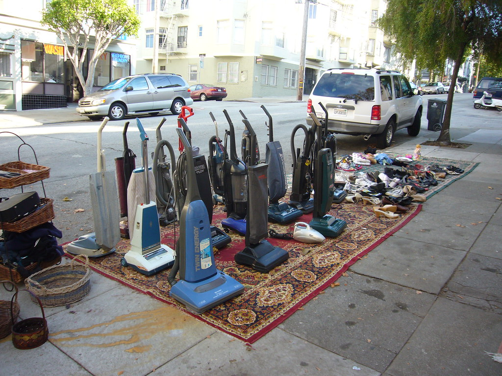 Too Many Goddamn Vacuum Cleaners For One Yard Sale Flickr