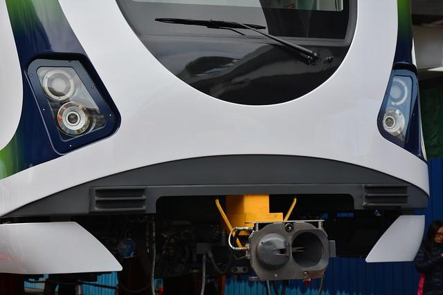 台中捷運綠線電車:連結器與車燈