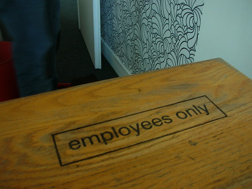 Employees only | by GuiGui Les Bons Skeudis