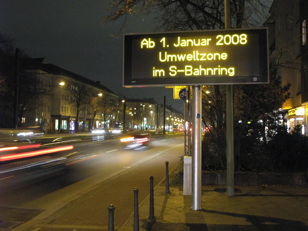 <p>Sinalização da zona de baixa emissão de Berlim (Foto: Mika Meskanen/Flickr)</p>