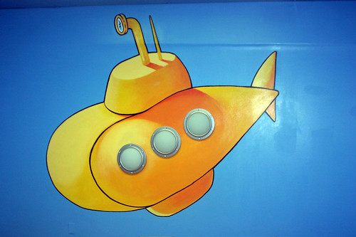 Submarine painting in the party room little fishes swim for Little fishes swim school