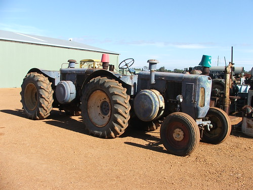 Tractors Hooked Together : Lanz bulldog tractors in tandem dardanup museum western