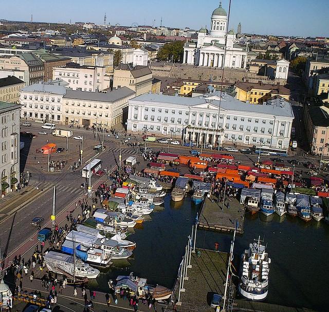 Plaza del mercado de Helsinki durante el Festival del Arenque