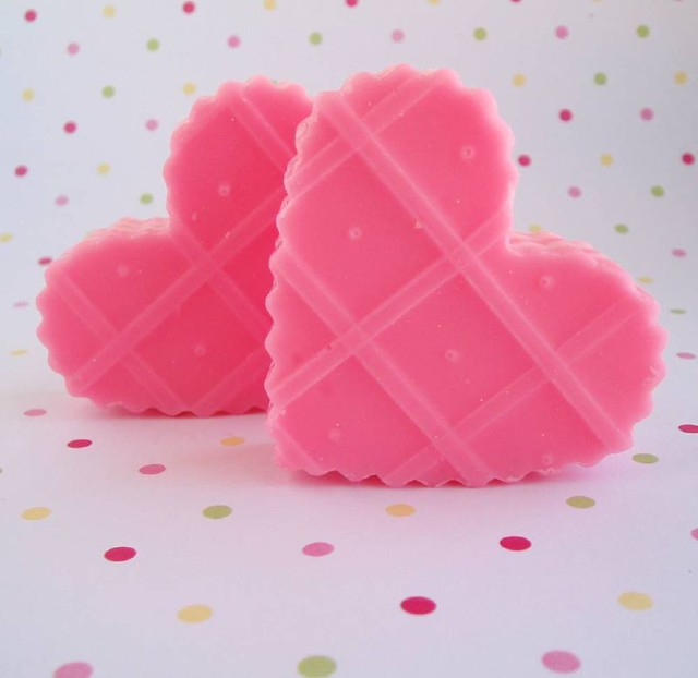Strawberry wafer soaps inspired by those yummy crumbly - Como hacer jabones decorativos ...