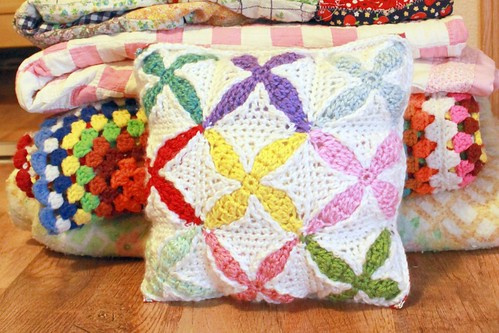 Quilt Inspired Crochet Pillow Pattern | by Easymakesmehappy