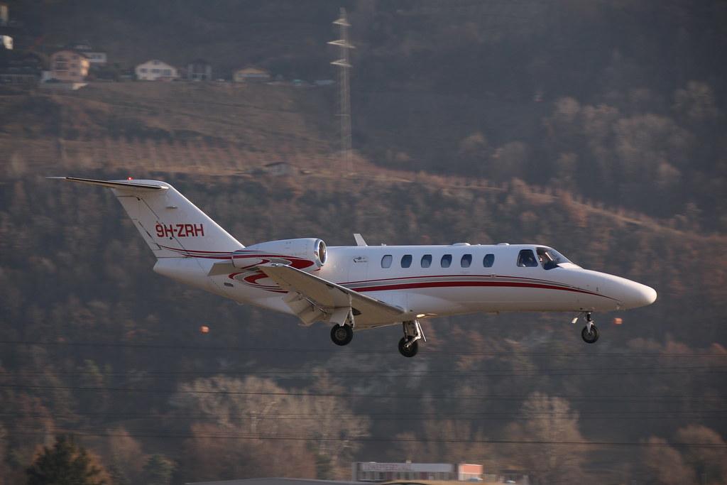 Aéroport - base aérienne de Sion (Suisse) 32695594740_75d0a7298e_b