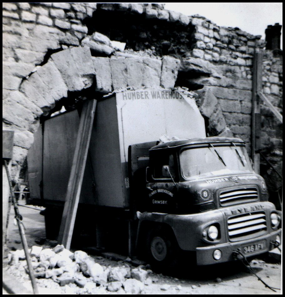 Newport Arch Accident Lincoln 1964 In 1964 A Goods