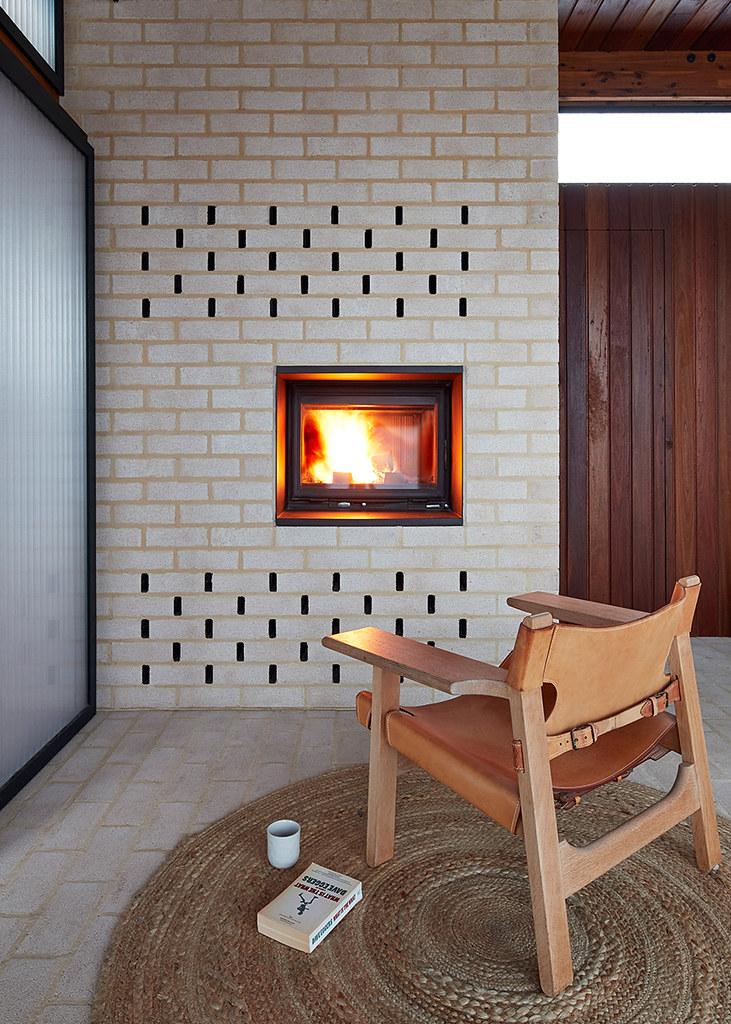 House on stilts design by Austin Maynard Architects in Australia Sundeno_14