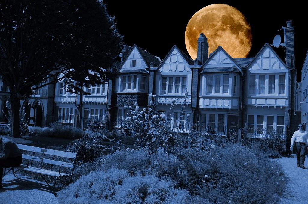 Moon House Moon Over Red Cross Gardens Southwark London