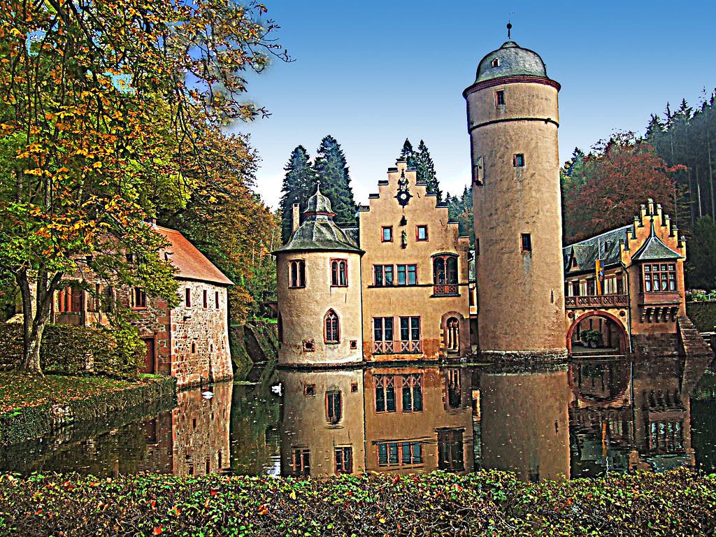 Aschaffenburg castle mespelbrunn the sun finally made for B b aschaffenburg