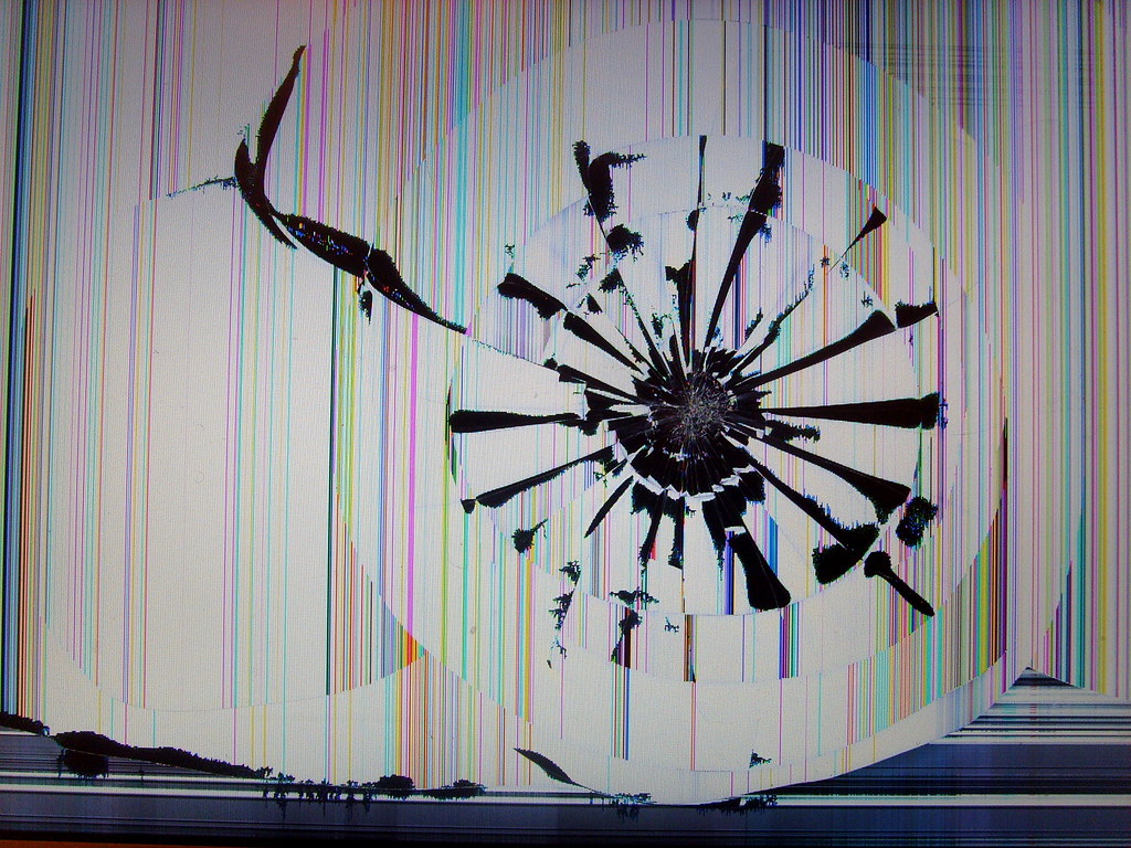Smashed Macbook Pro Screen Yeah Ouch A Friend Of Mine