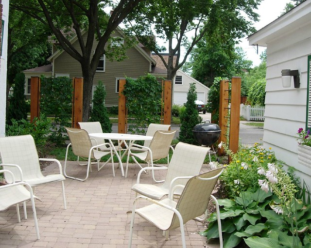Cozy urban courtyard field outdoor spaces flickr for Backyard patio privacy ideas