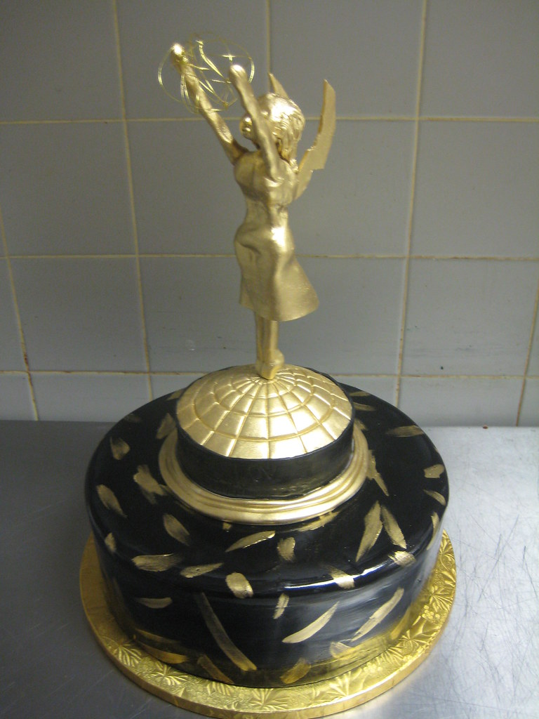 Emmy Trophy Cake Some1 Who S Name Is Emmy Wanted The