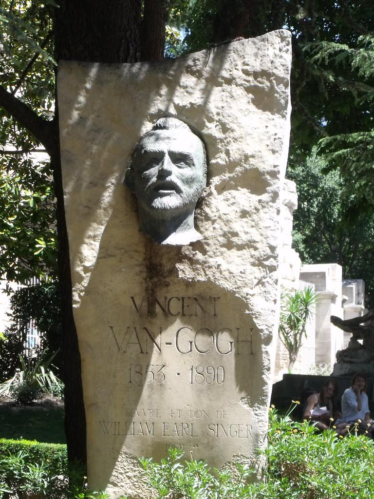 Jardin d 39 ete arles bust of vincent van gogh this park for Jardin a auvers van gogh