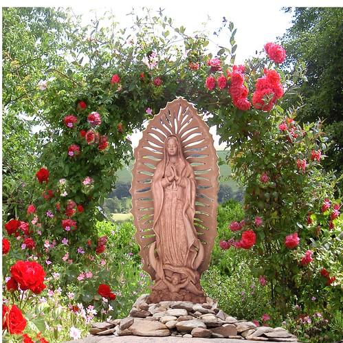 Virgen en en el jardin mi m s reciente escultura altura for El jardin de calula