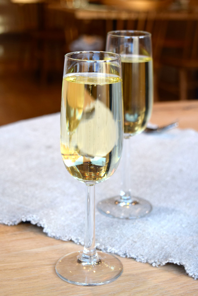 Spanish Sparkling Wine at The Wife of Bath, Wye | www.rachelphipps.com @rachelphipps