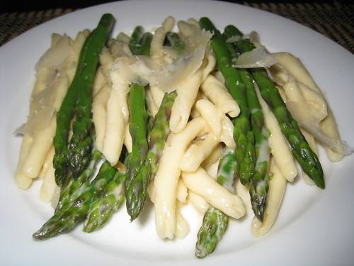 Maccheroni Calabrese with Asparagus in Alfredo Sauce | by Kevin - Closet Cooking