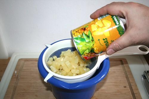 23 - Ananas abtropfen lassen / Drain pineapple