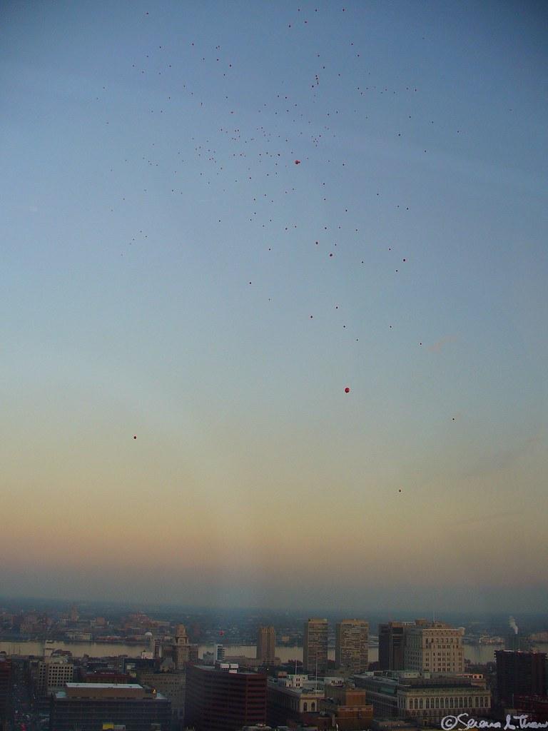 99 Luft Balloons Enlarge Me