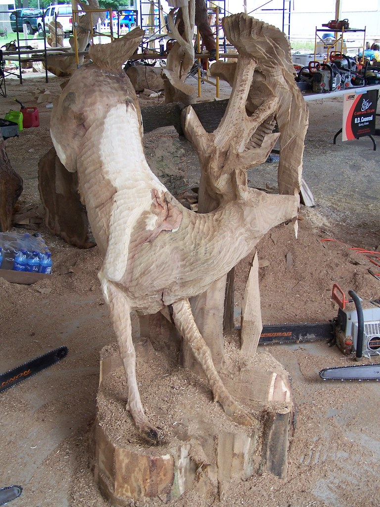 Picture pheasant and deer jumping chainsaw carving