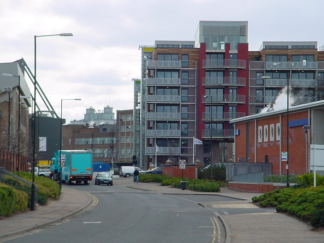 Norwich Riverside Newer Housing By The Swimming Pool Blue Square Thing Flickr