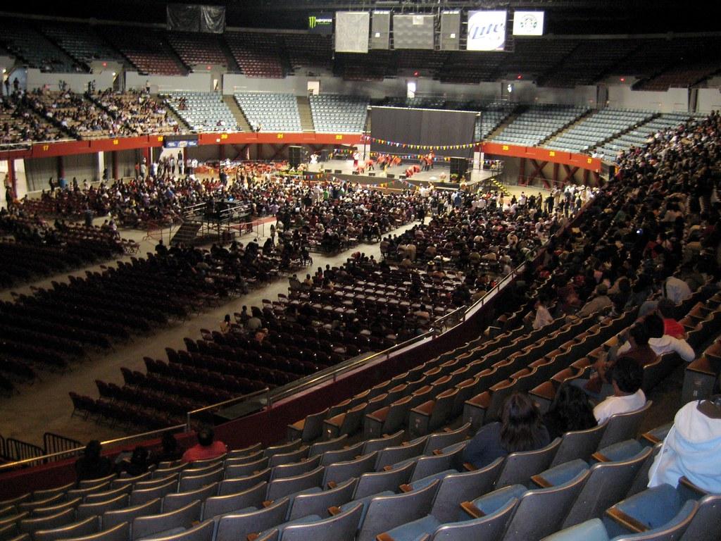Los Angeles Memorial Sports Arena.   Celebrando la ...
