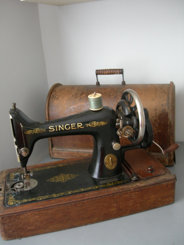 Identifying Vintage Sewing Machines - Threads