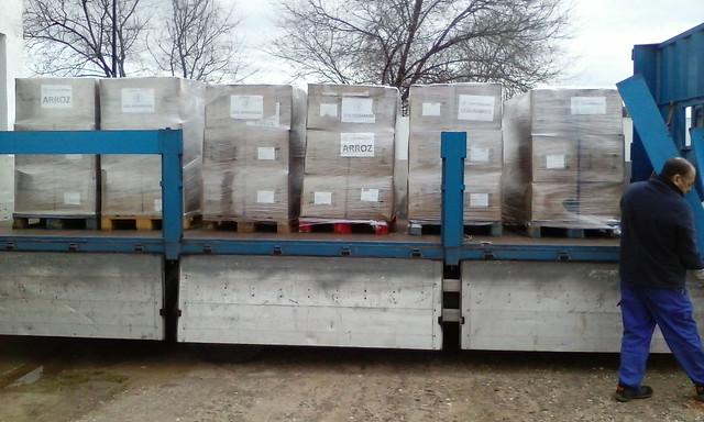 Recogida de los alimentos de la Caravana por la Paz para el pueblo saharaui