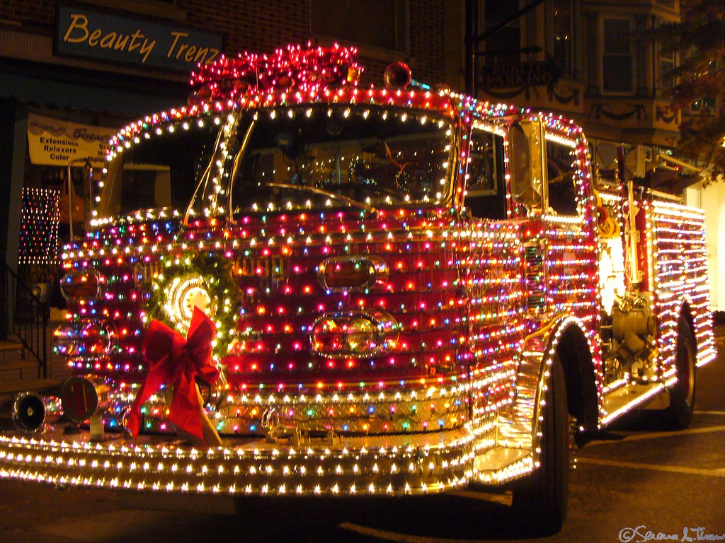 collingswood christmas fire truck each tiny little light. Black Bedroom Furniture Sets. Home Design Ideas