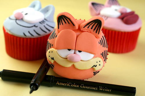 Garfield Cupcakes | by Bakerella