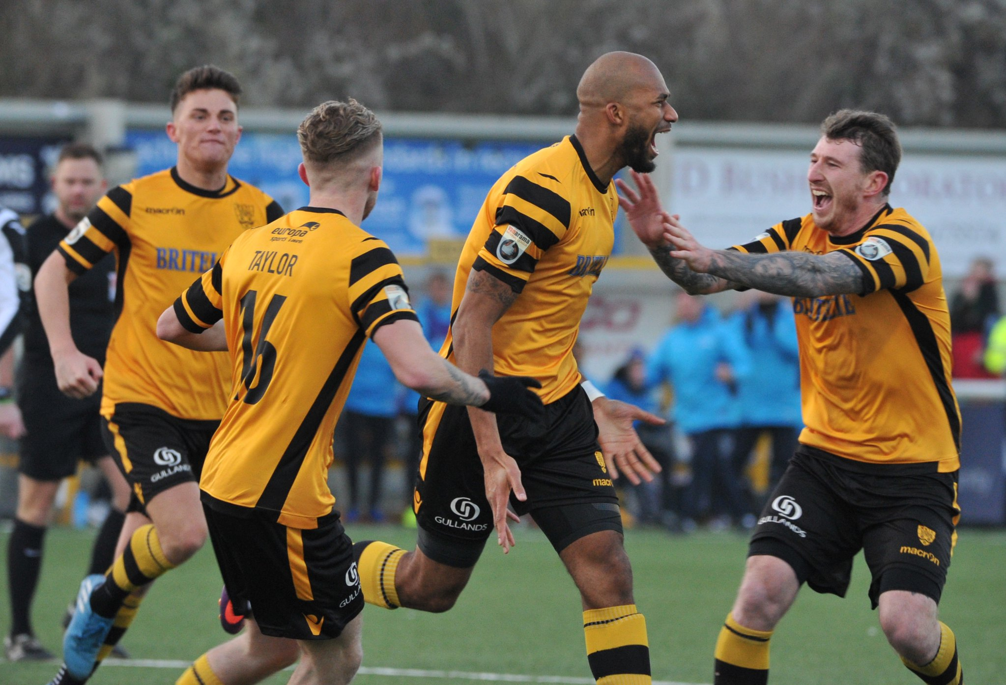 Maidstone United v Torquay United 319