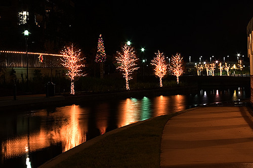Christmas lights at the Woodlands Waterway | Waterway near T… | Flickr