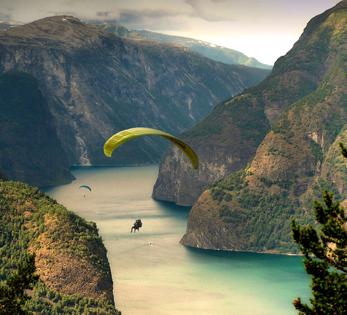 Paragliding along the Aurlandfjords | by B℮n