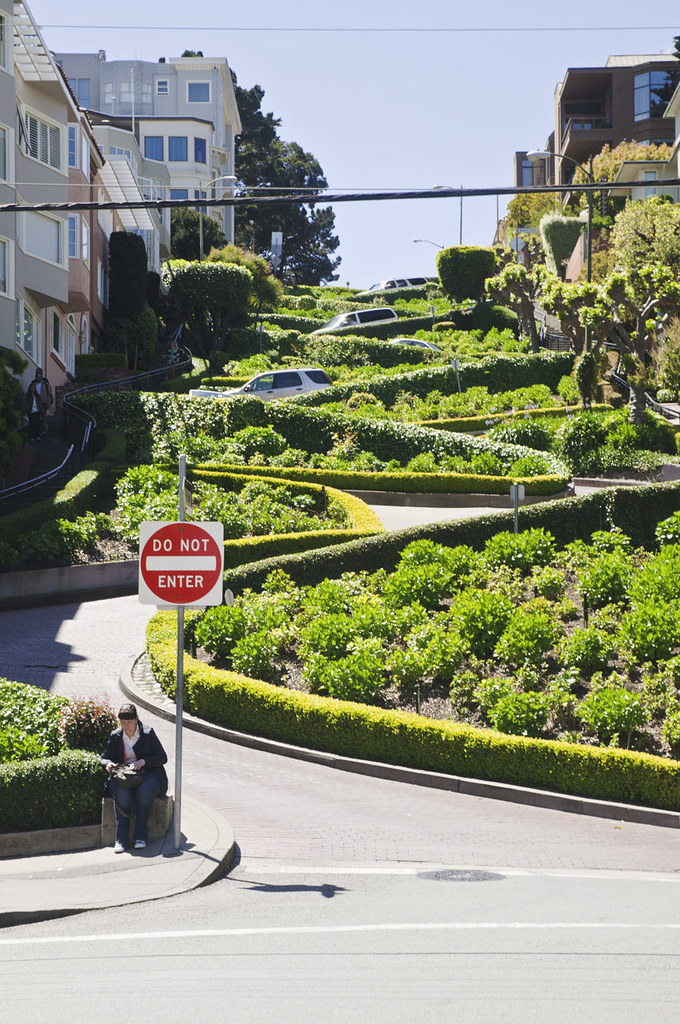 San Francisco's Iconic Lombard Street- Crookedest Street in the ...