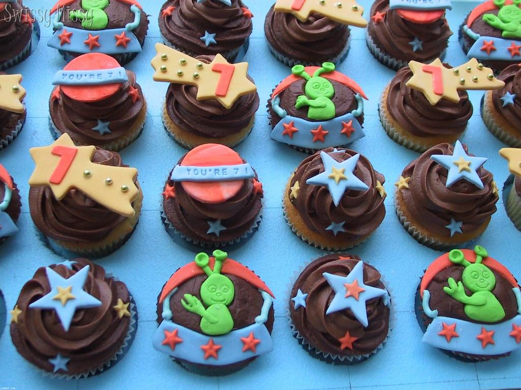 space theme cupcakes