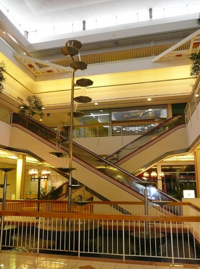 overland park ks metcalf south shopping center a dead ma