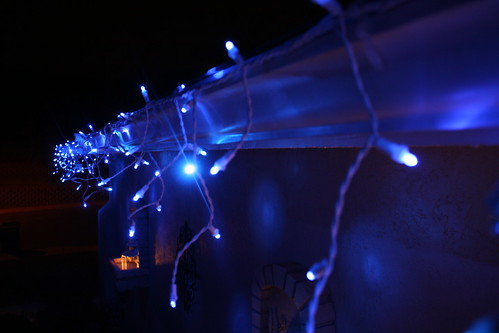 twinkling led icicle christmas lights by philips cool. Black Bedroom Furniture Sets. Home Design Ideas