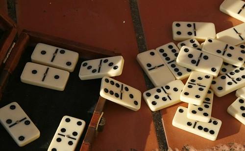 Fichas de domino un dia de aburrimiento sol una for Fichas de domino