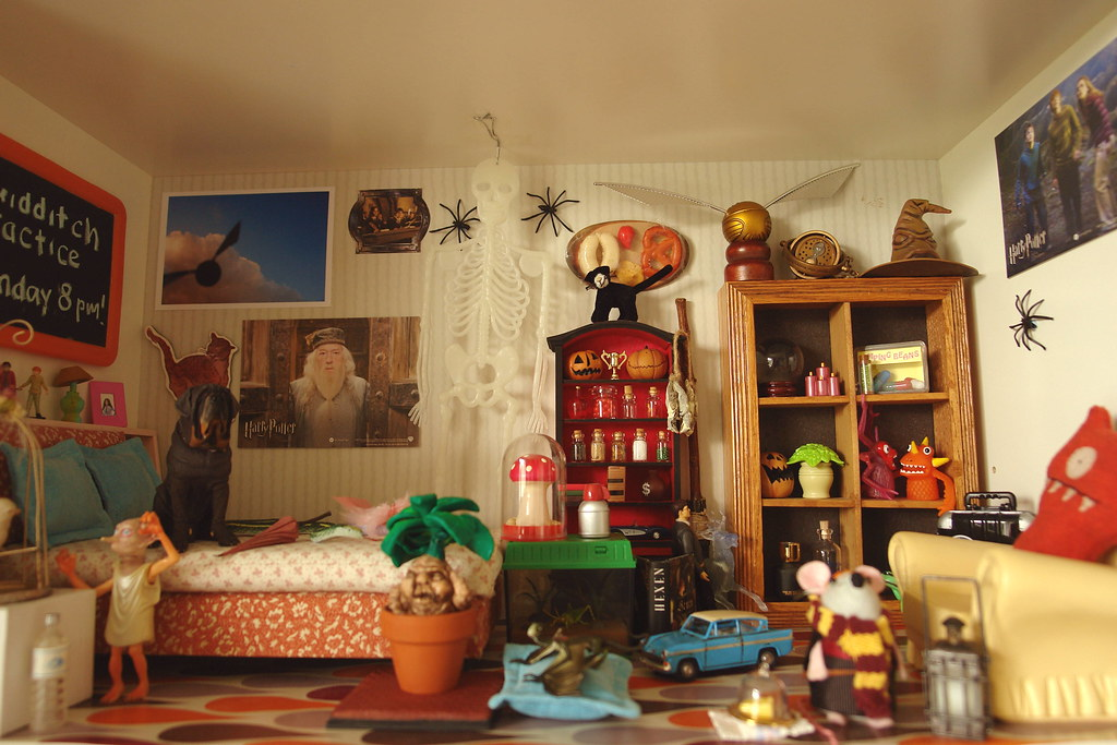 Harry potter bedroom fang is drooling on the bed flickr for Bedroom ideas harry potter