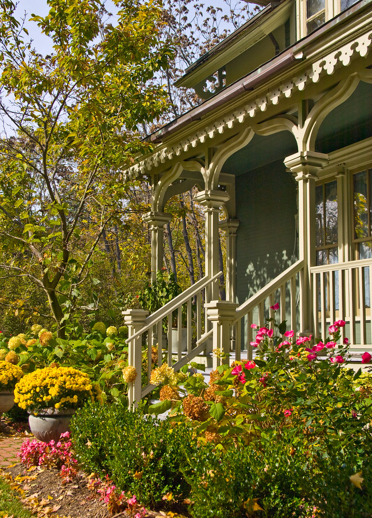 Victorian front porch beautiful victorian home with fall Beautiful fall front porches