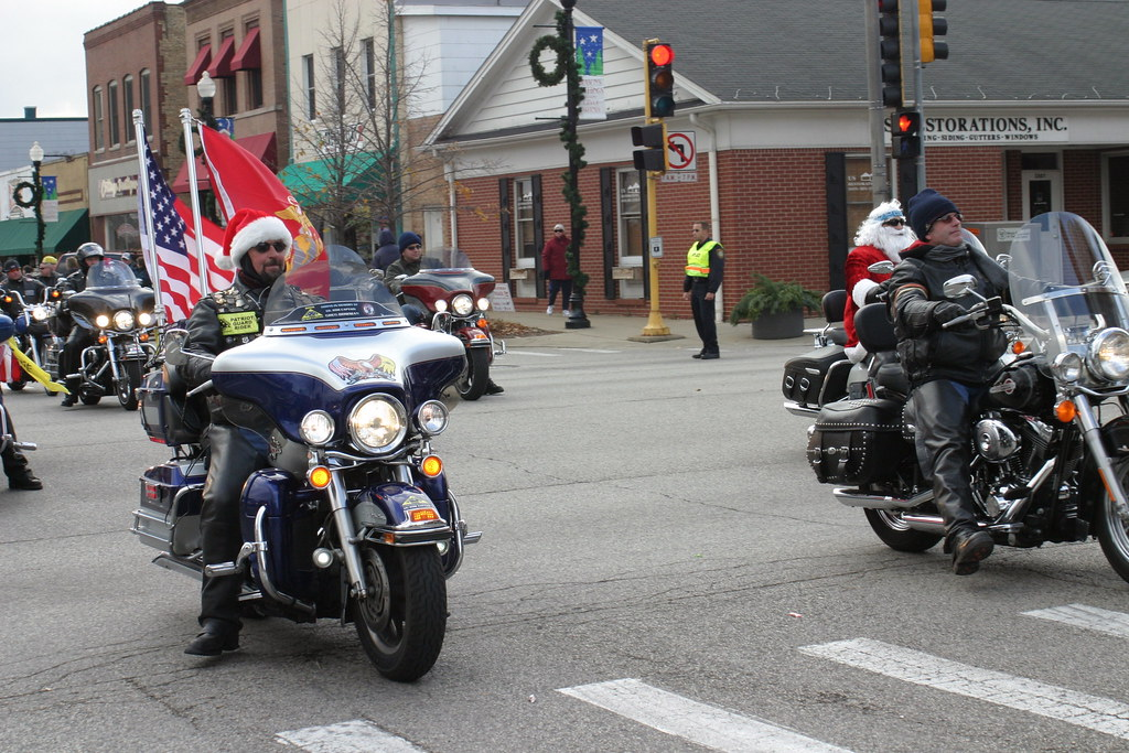 Bikers Toys For Tots : Toys for tots motorcycle parade mchenry illinois