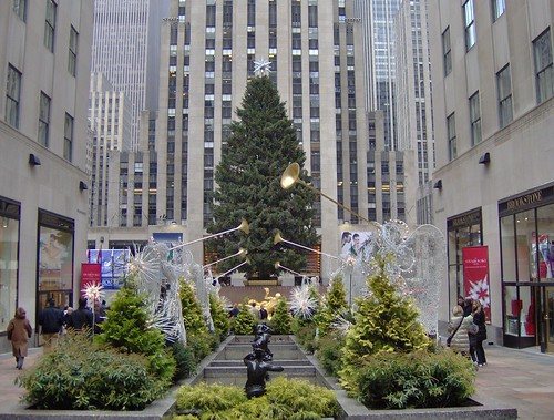 Rockefeller Center: 2007 Christmas Tree (Daytime ...