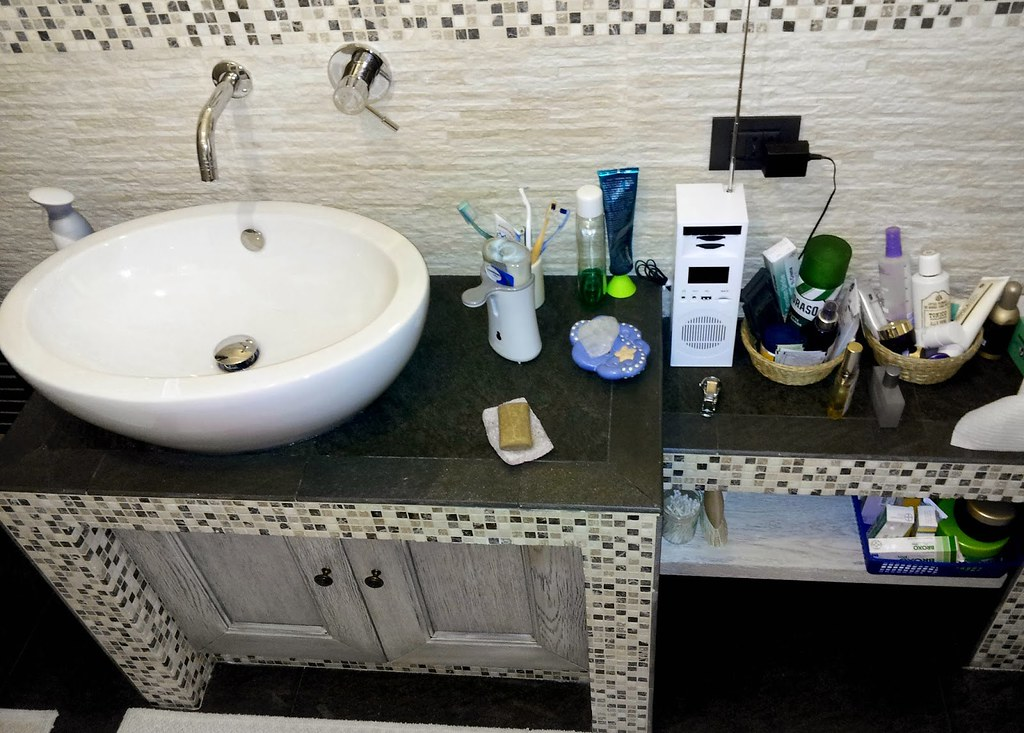 Mobile bagno in muratura moderno lavabo da appoggio e misc flickr - Lavabo bagno muratura ...